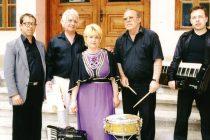 Никола Дамянов омайва и теши душите с вечните градски песни