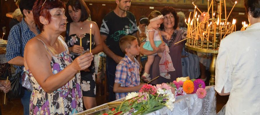 Тополовградчани и гости на града почетоха Богородица