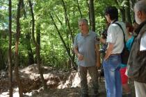 Археолози откриха крепостна стена на Глухите камъни