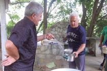Богородична рибена чорба събра харманлийци на Ловния парк