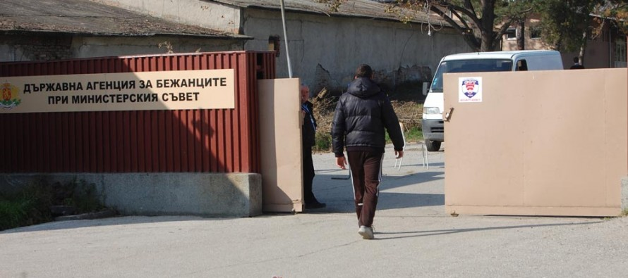 Фондация изпрати медик  и дари лекарства в  бежанския лагер
