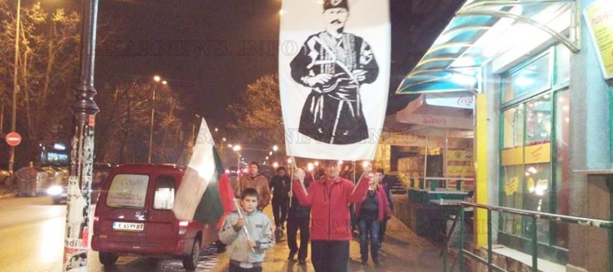 Със запалени факли родолюбци почетоха паметта на Капитан Петко
