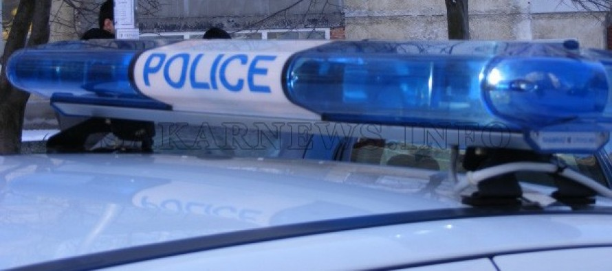 Полицаи задържаха 37 мигранти край магистрала