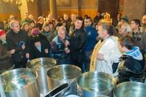 Двама уловиха богоявленския кръст в казан с вода в Любимец