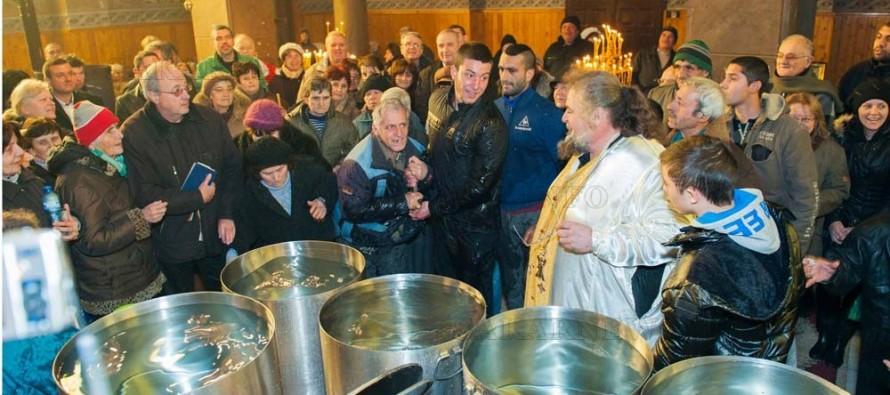 Двама уловиха кръста в казан с вода в Любимец