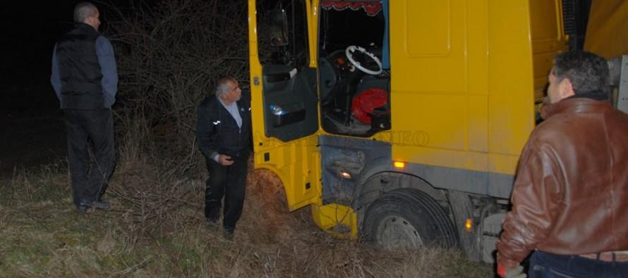 Тир затвори пътя Харманли – Тополовград за час