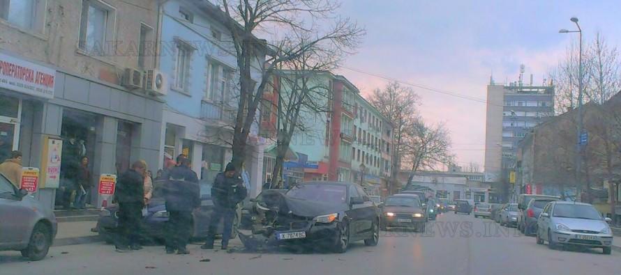 Разсеян шофьор причини ПТП и рани жена