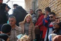 Бежански семейства получиха помощ от доброволци