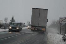 Снегът намаля, най-малко е в Харманли, в Хасково газят до колене