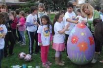 Голямото Великденско боядисване събра децата на Любимец