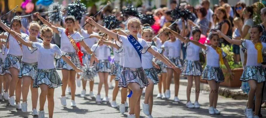 Свиленградчани излязоха на шествие за празника