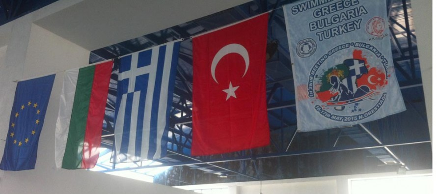 Деца от три страни се състезават в Гърция по плуване