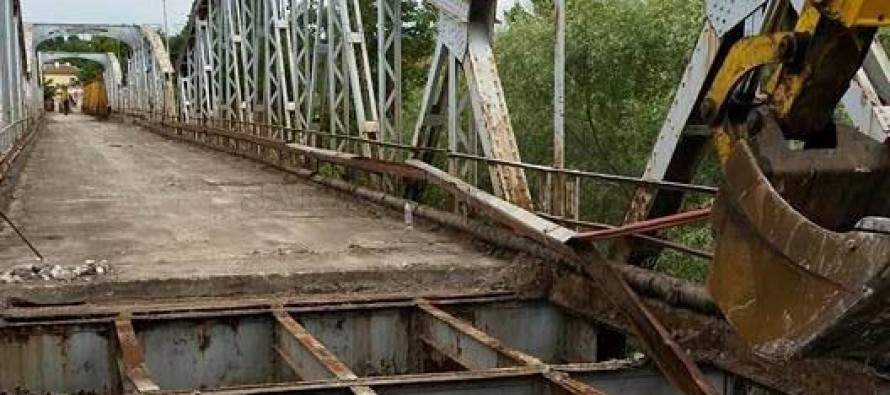 Започнаха ремонта на 65-годишния железен мост в Симеоновград