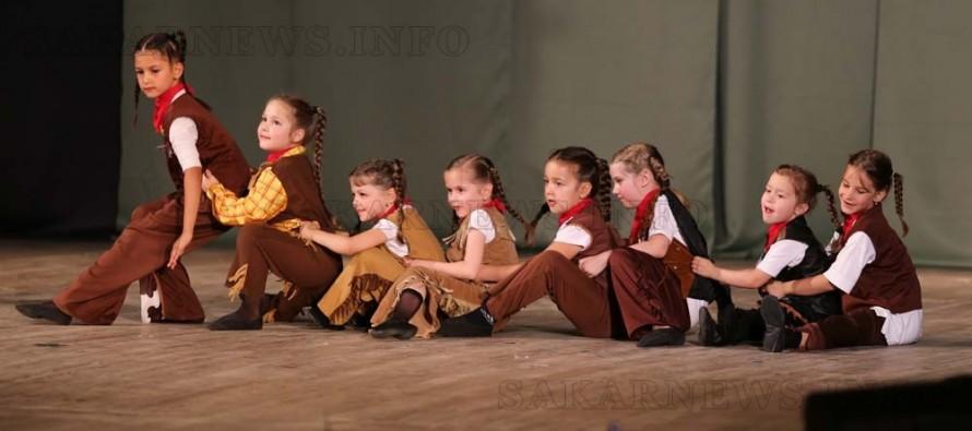 """""""Златните момичета"""" изпратиха с концерт три от своите танцьорки"""