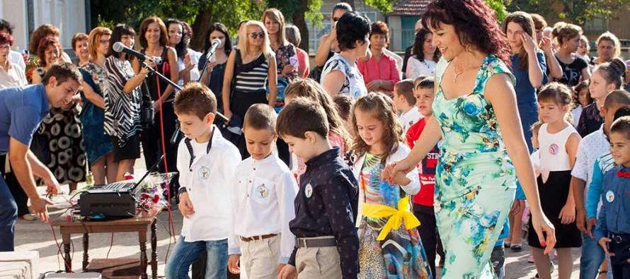 В Любимец нетърпеливи деца прекрачиха прага на училищата