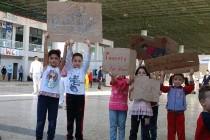 Турските власти задържат хиляди бежанци, те намират друг път за Европа