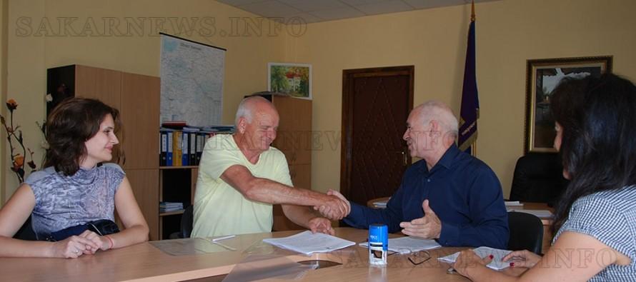 Подписаха договор с изпълнител за саниране на първия блок в Симеоновград