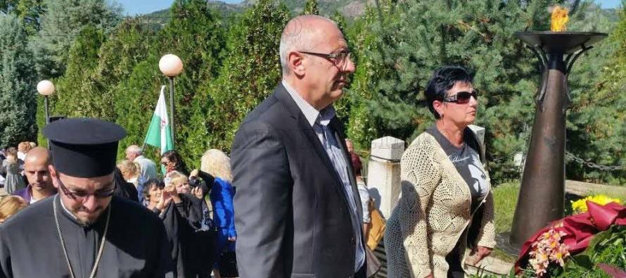 Потомци на тракийци поднесоха цветя пред Пантеона на загиналите