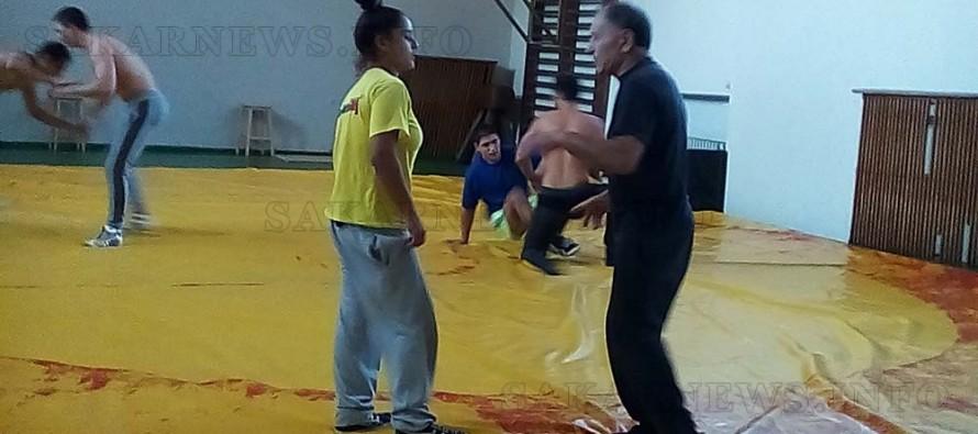 Борците в Елхово тренират до бежанците