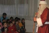 """Еленчето на Дядо Коледа дойде при децата на ЦДГ """"Детство"""""""