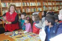 """Възпитаници на ОДЗ """"Пролет"""" рецитираха стихове  в библиотеката за Деня на будителите"""