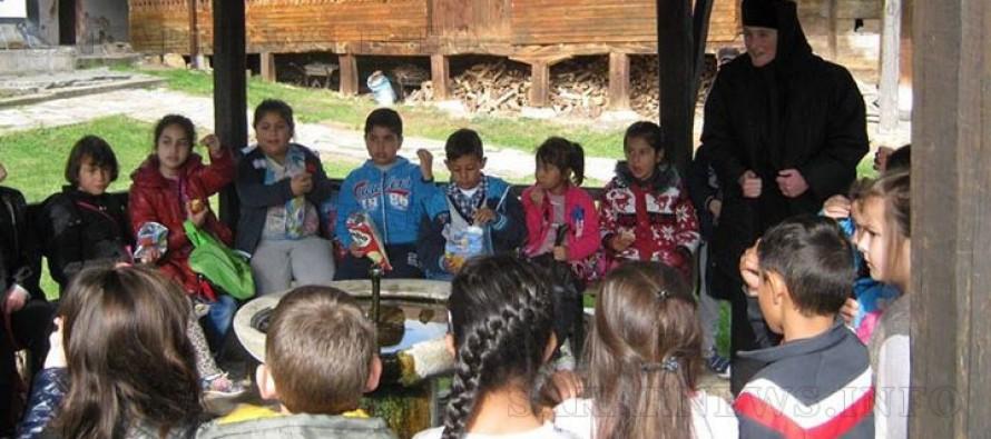 Деца от Тополовград отбелязаха  Деня на християнското семейство