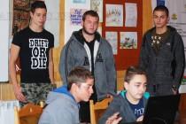 Бивши Вазовци заинтригуваха тинейджъри с  възможностите на програмирането