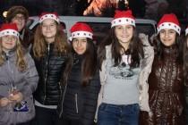 Десетметрова Коледна елха грейна в центъра