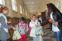 БЧК зарадва 200 деца с подаръци