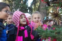 Деца дадоха началото на Коледните тържества в Харманли