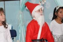 Коледна приказка сътвориха първокласници