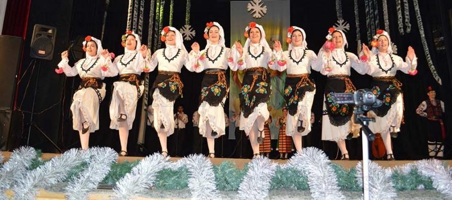 """Учениците от НУФИ """"Филип Кутев"""" зарадваха тополовградчани"""