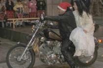 Дядо Коледа пристигна в Харманли на Хонда, Снежанка на Ямаха