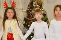 """Стеатър посрещнаха Дядо Коледа деца от  """"Пролет"""""""