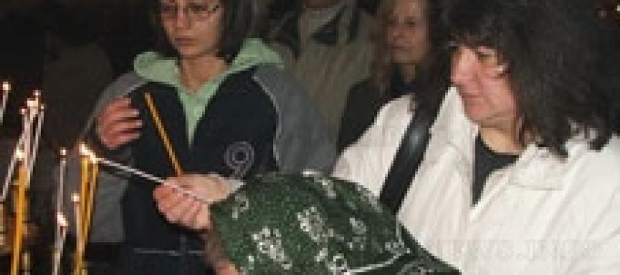 На Коледа свещеници се молят за медицинските сестри в Либия