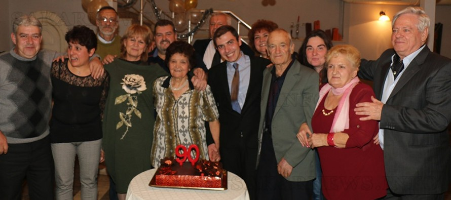 Все така жизнена и общителна баба Златка стана на 90 години