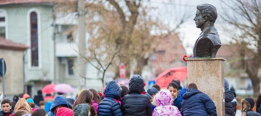 Венци и цветя в памет на Апостола в Свиленград