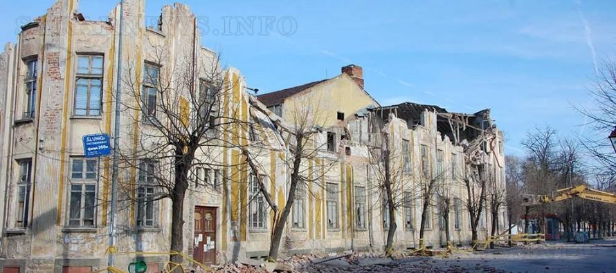 Събориха старата сграда на Тютюнева промишленост