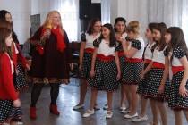 """Илиана Балинска забавлява най-малките ученици на СОУ """"Неофит Рилски"""""""