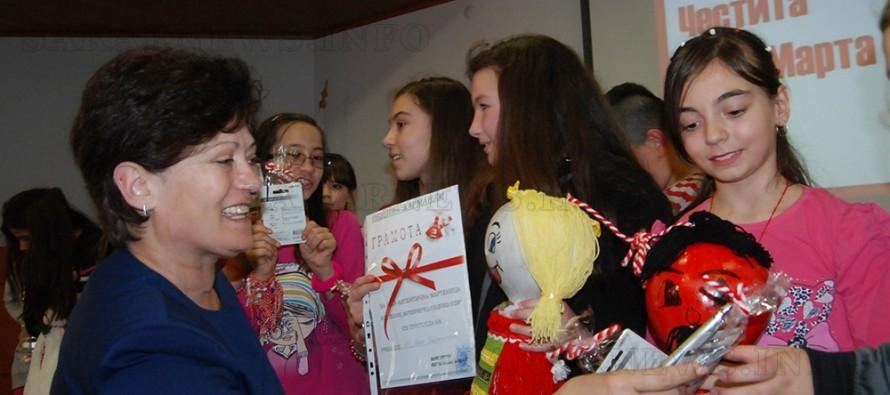 За мартенички чудни кмет  награди децата будни