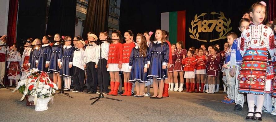 Концерт за Националния празник препълни читалището в Тополовград