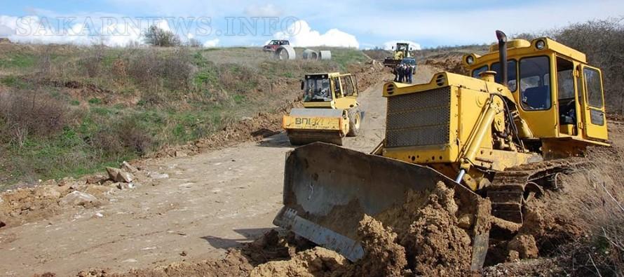 Започнаха отново ремонтите по пътя Харманли-Българин