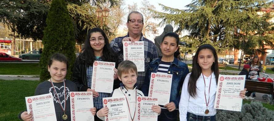 """Талантливи самодейци се завърнаха с награди  от фолклорния конкурс """"Орфеево изворче"""""""