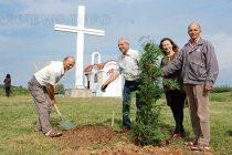 Дръвчета и беседка се появиха край параклиса до Йерусалимово