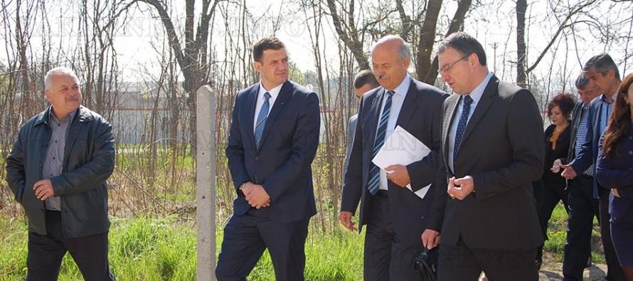 Чехи дариха 500 000 лв. за бежанския лагер в Харманли
