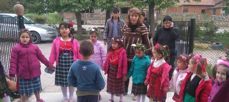 Млади моми лазаруваха в Княжево
