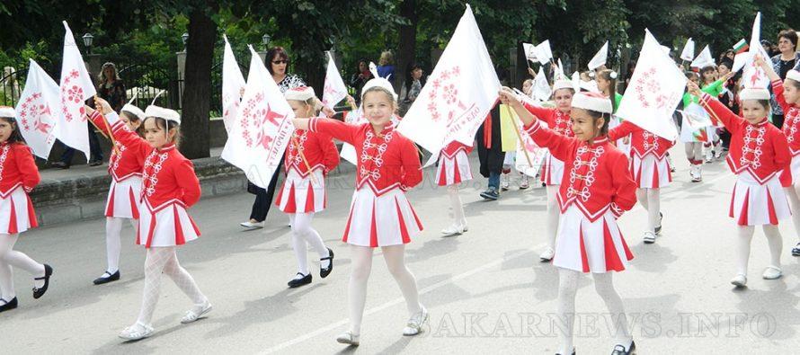 Мажоретки поведоха шествието в Харманли