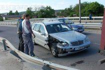 Мерцедес се удари в ремарке на камион