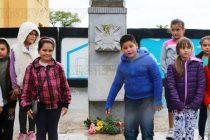Ученици изготвиха албум и презентация на  войнишките паметници в родния си край