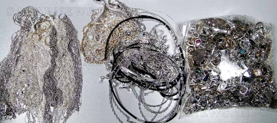 Митничари задържаха отново много сребро, причината била високосната година